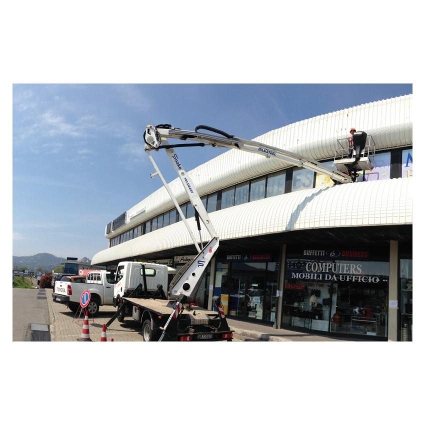 Piattaforma aerea su autocarro